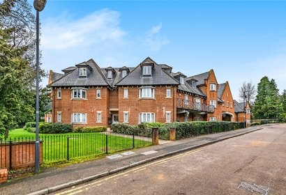 for sale pynnacles close london 10467 - Gibbs Gillespie