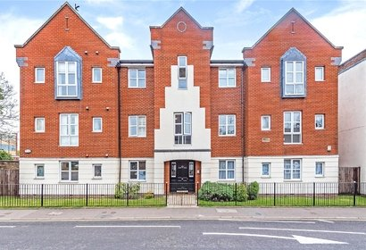 for sale centennial court london 10884 - Gibbs Gillespie