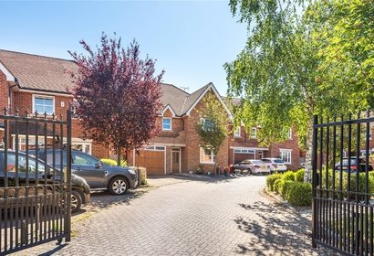 for sale highfield drive london 4013 - Gibbs Gillespie