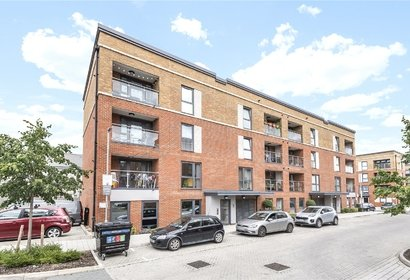for sale burgundy court london 4023 - Gibbs Gillespie